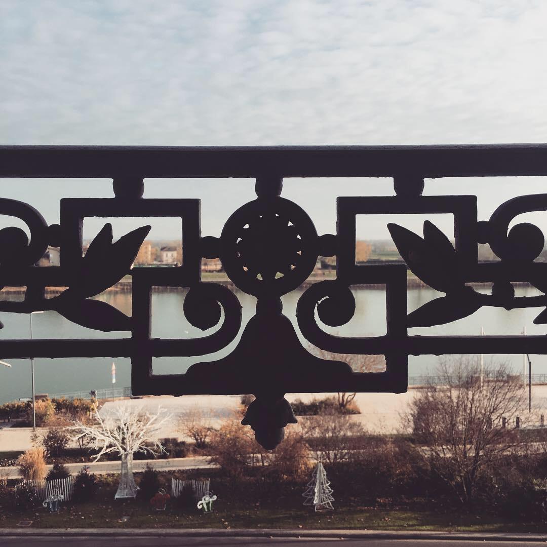 Vue sur la Saône et les quais de Mâcon
