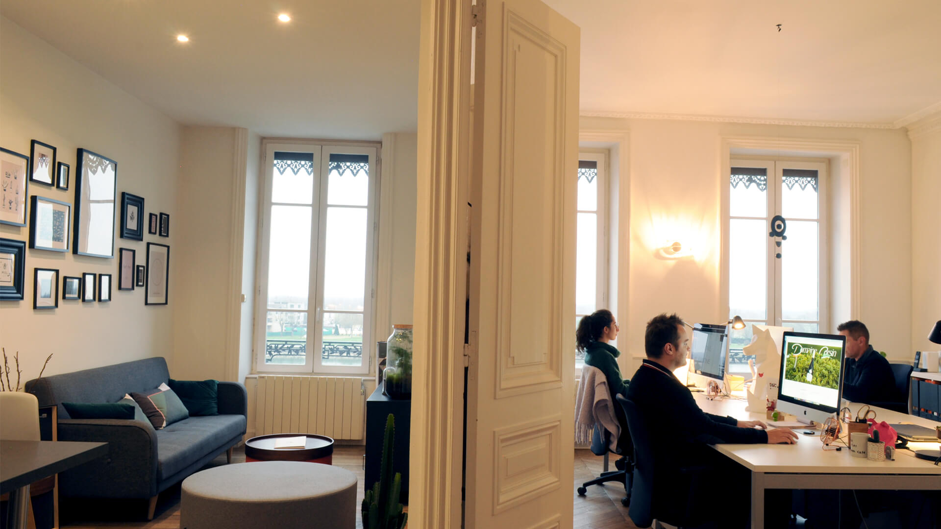 Salon et bureau de la nouvelle agence Quai Lamartine à Mâcon